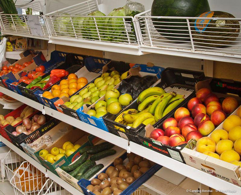 Fruits frais au supermarché du camping